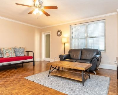 P/1/12 Downtown! Private Balcony! King Bed! - Downtown Atlanta