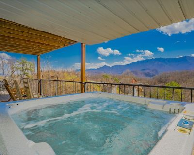 (New Listing) Million Dollar View, Hot Tub, Free Attraction Tickets!!! - Chalet Village North