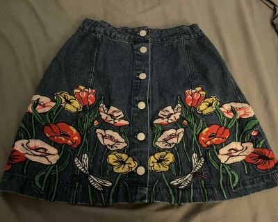 Signature Eight embroidered front button floral denim mini skirt, size M