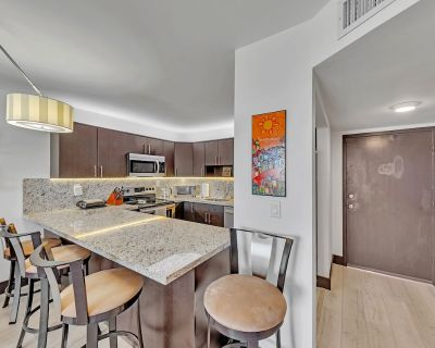 Quiet, peaceful condo with beautiful pool, hot tub and private beach entrance. - Pompano Beach