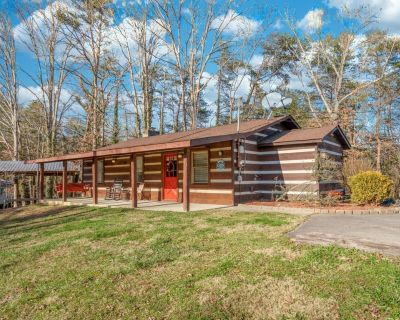 Wooded Bliss: Hot Tub, Single level Cabin with no Steps, Rocking Chairs, and Wooded Views! - Pigeon Forge