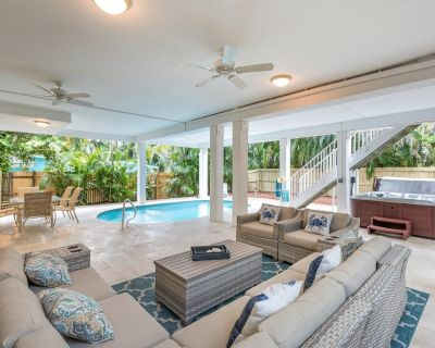 Casablanca - Captiva Island Village home with pool just two homes from the sand - Captiva