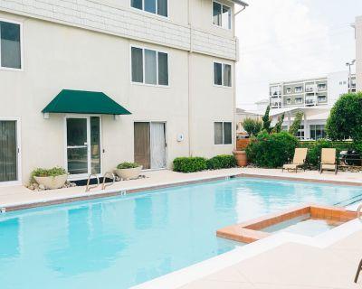 Beautiful Luxury Condo, Best Location at Va Beach Oceanfront - Northeast Virginia Beach