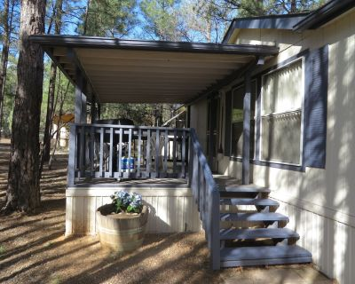 Cozy Manufactured Home in the White Mountains - private deck, free Wifi - Torreon