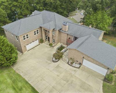Nine (9) Bedroom ,Pontoon rental, 7600 sq ft. Waterfront Lake House, Sleeps 20 - Anderson County