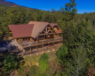 Dreaming Bear Cabin - Gorgeous View, 5 BR, Game Room, Hot Tub - Pittman Center