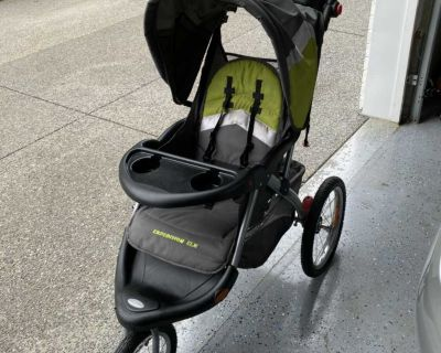 Baby Trend Expedition EXL stroller. Reclines. Large storage basket. 4 cup holders. Jogging stroller. Folds and stands.