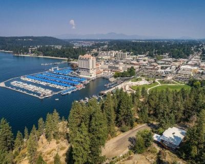 Minutes to U! Queen Bed Recliner Unit, Free Breakfast, Free Parking! - Coeur d'Alene