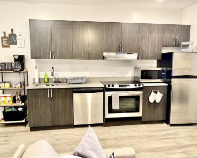 Luxury & Comfort in the of Downtown + Parking - Monroe Ward