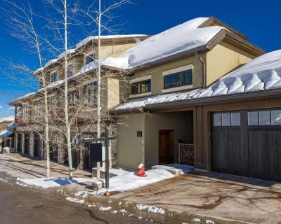 Ski in Ski Out at the Canyons 3000 sq. ft. 4br 4.5ba sleeps 12 End top unit - Park City