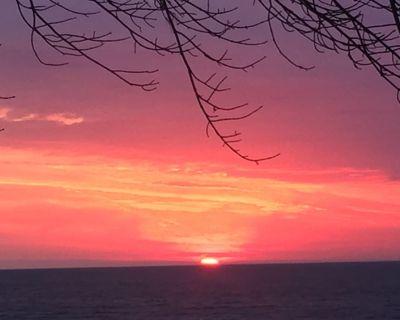 4 Bedroom Beachfront Cottage - Crescent Beach Ontario (Fort Erie) - Waverly Beach