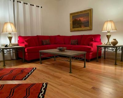 North Valley Gated Luxury One Bedroom Guesthouse/Casita with Gardens - Alamedan Valley