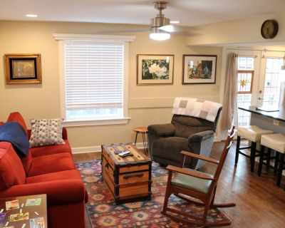 Brookside Comfort! Park On Site, Dogs Welcome! - South Kansas City