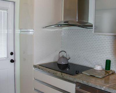 Very bright gorgeous corner apartment 3BED 2 BATH