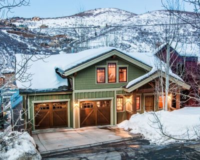 Perfect for Families & Groups - Private Hot Tub - Bunk Room - 5 Minute Walk to PCMR! - Downtown Park City