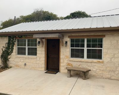(2) Bedroom Suite on the Guadalupe River - Ingram