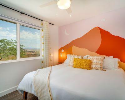 NEW! HOT TUB, KING BEDS, desert views, fire pit, EV charging, fast wifi, by JTNP - Twentynine Palms
