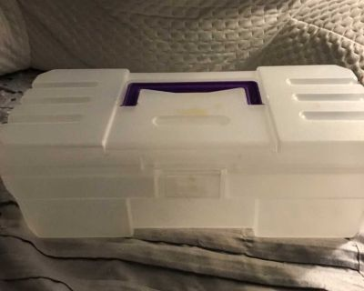 Plastic storage container with handle