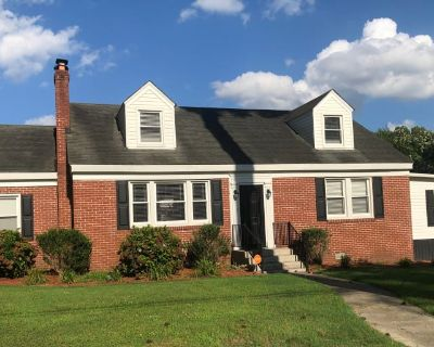 Private room with shared bathroom - Portsmouth , VA 23703