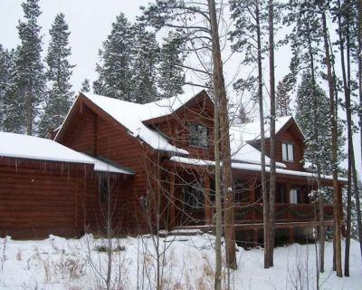 Peak 7 Log April sale Sleeps 12, Hot Tub, wifi, heated hardwood & tile floor - Breckenridge