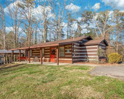 Wooded Bliss: Hot Tub, Single level Cabin with no Steps, Rocking Chairs, Fire Pi - Pigeon Forge