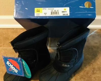 NEW condition size 11 TOTES please read more ..