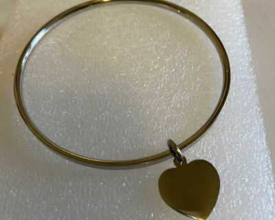 Stainless steel bangle with heart