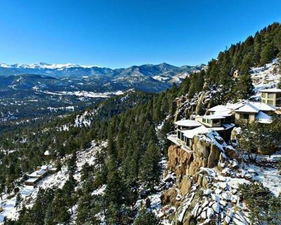Private cliffside estate w/indoor waterfalls, views, game rm, 8 min to town! - Evergreen
