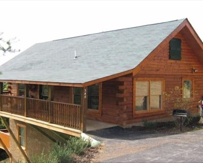 1/2 mile to PKWY 2 B/ 2BA + Bunk Beds Wifi Baby High Chair and Porta Crib - Pigeon Forge