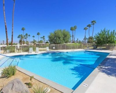 Mid-century gem w/ private patio & great community pool - walk to El Paseo! - Palm Desert