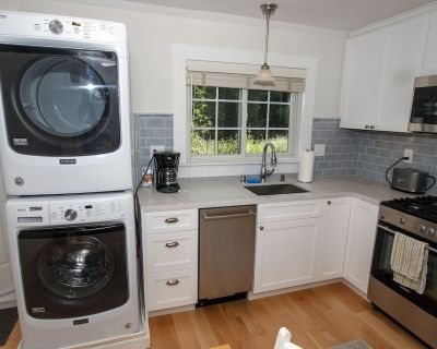 Private Cottage with Chef's Kitchen & Washer/Dryer Near Palo Alto - The Willows