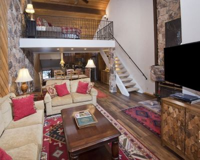 Beautiful Mountainside Home with Vaulted Ceilings & Fireplace - Beaver Creek