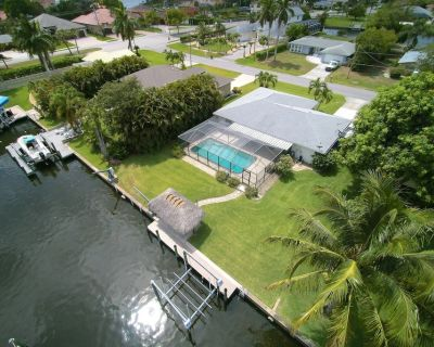 Love Water? Gulf Access, Boat Dock, Free Wifi, Private Heated Pool - Stunning SE Cape Coral Home! - Yacht Club
