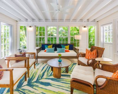 Dog-friendly getaway w/ furnished patio & shared pool - blocks from the beach - Key West Historic District