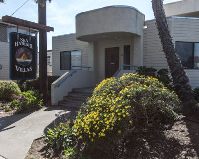 One Bedroom Condo, Just 1 Block to Bay Front! - Morro Bay