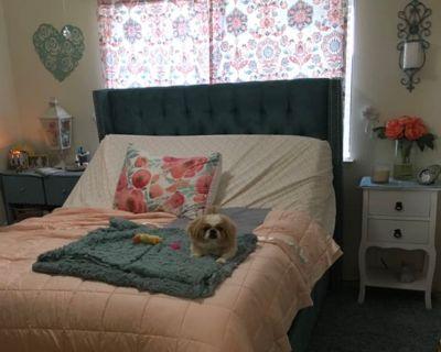 Private room with shared bathroom - Visalia , CA 93277