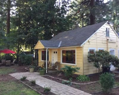 Charming Cottage in park like setting - Pleasant Valley