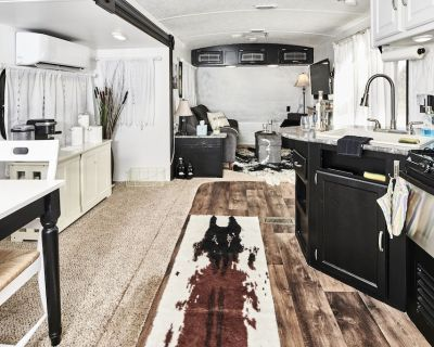 Luxurious Converted Travel Trailer for a Hill Country Glamping Experience! - Fredericksburg