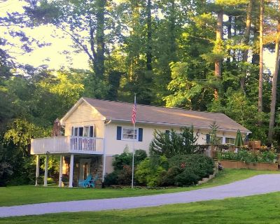 Beautiful Private Home with Hot Tub, Close to Town - Valley Hill