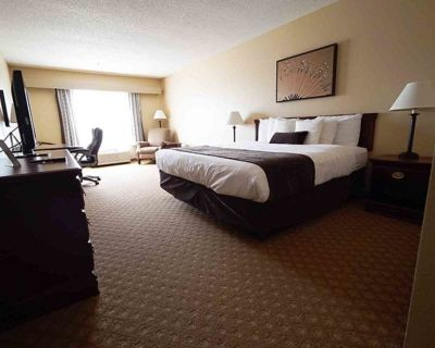 Town & Country Inn and Suites - Quincy