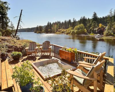 3 Bedroom Lakefront Country Cottage in a Park Like Setting - Victoria