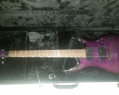 Like new electric guitar with everything you need!