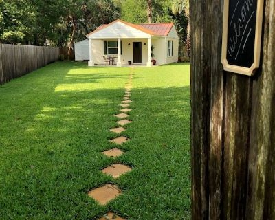 Cottage Retreat in the City - College Park