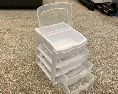 Little storage container with drawers