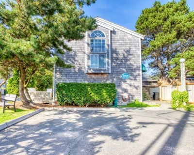 Bring the whole family to these dog-friendly homes, just a block from the beach - Downtown Cannon Beach