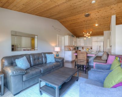 Big Sky Town Center | Bright and Beautiful Condo with Private Hot Tub - Big Sky