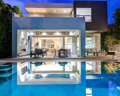 5 Bedroom Villa #D Located in the exciting Grove area of Los Angeles - Beverly Grove