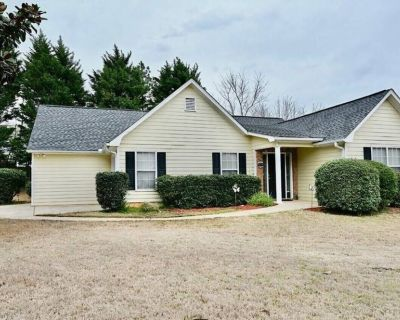 Luxury Retreat Close to Downtown Kennesaw and Acworth Beach - Kennesaw