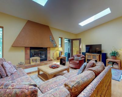 Cozy townhome w/deck & gas fireplace - on free shuttle route - Intermountain
