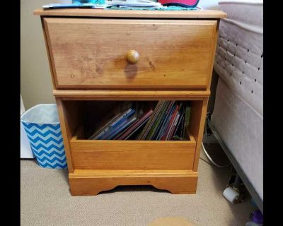 Nightstand , next to new! In perfect condition!